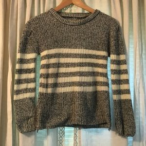 Tops - Stripped sweater.